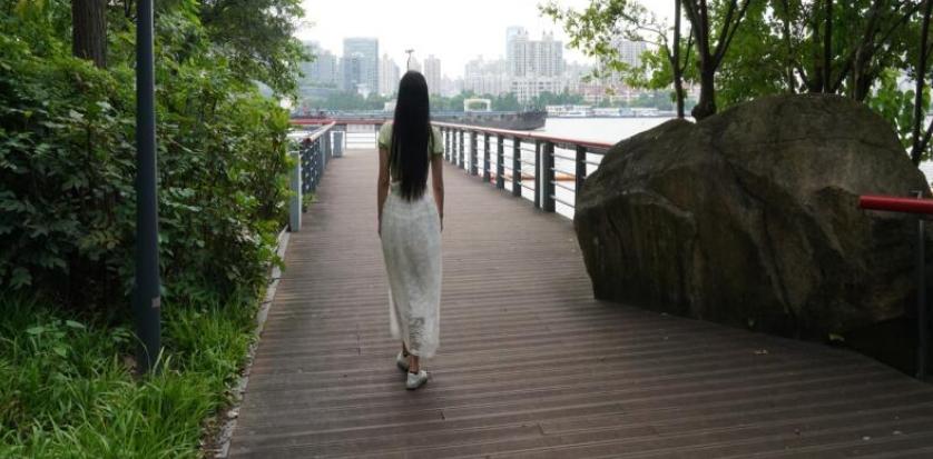 游览南园滨江绿地,眺望卢浦大桥